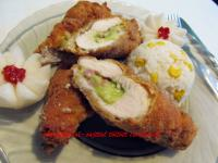 Avokádóval-sajttal töltött csirkemell