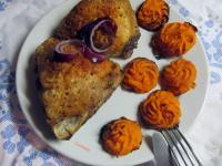 """Sült csirke, sárgarépa """"hercegnő burgonyával"""""""