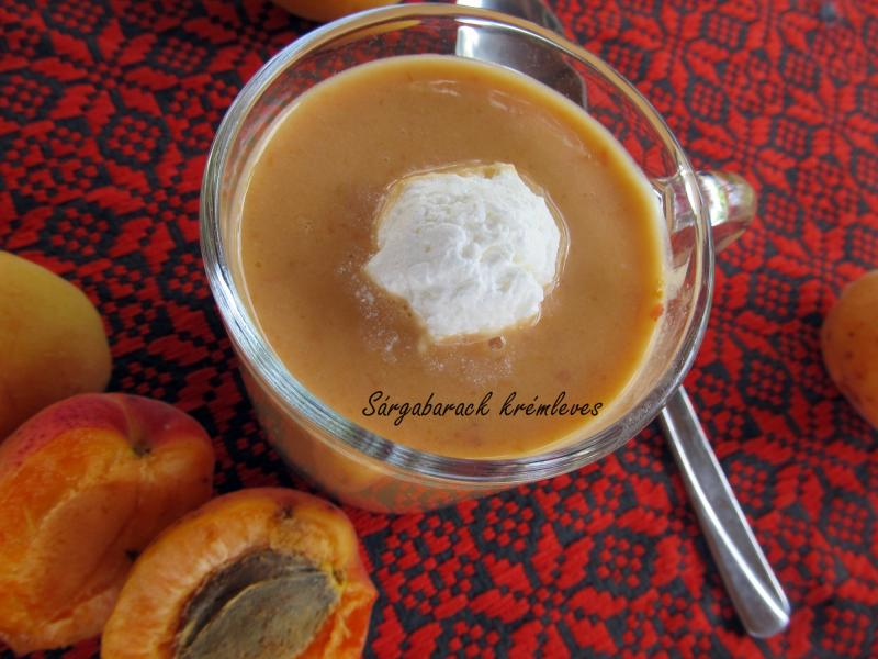 Joghurtos sárgabarack krémleves